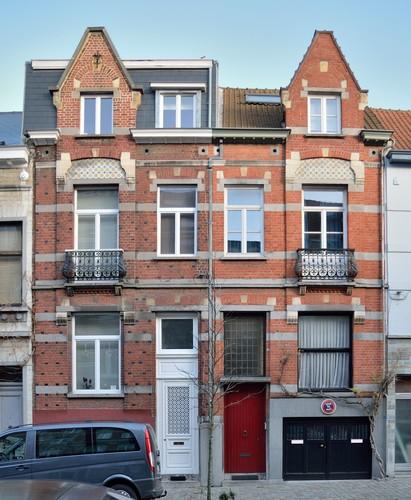 Ixelles avenue des saisons for Maison moyenne