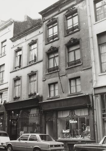 rue de Namur 35, 33. Ancien magasin d'orfèvrerie
