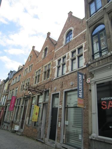 Sint-Annastraat 28, 30, 32, 2015