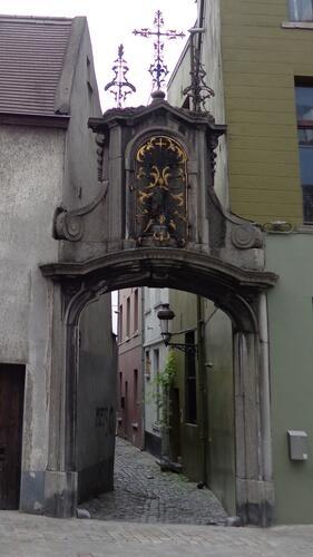 Rue du Rempart des Moines, Porte Saint-Roch, entrée rue de la Cigogne, 2015