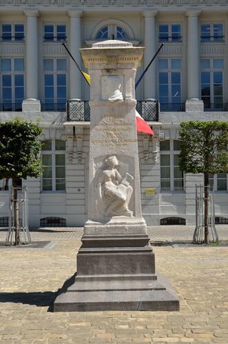 Place des Martyrs, monument à Jenneval, 2015