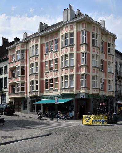 Rue Léopold Ier 1 et parvis Notre-Dame 11, 2017