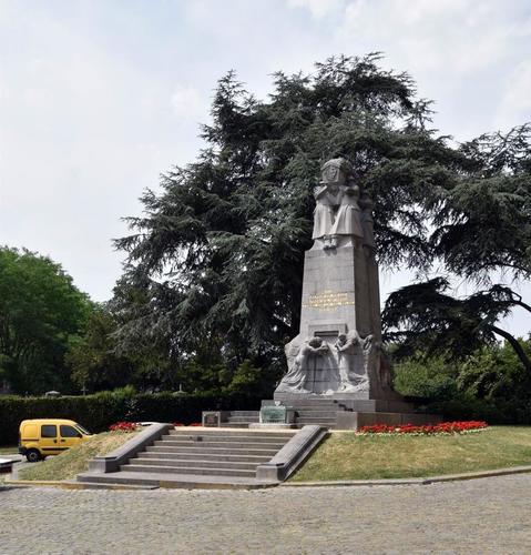 Onze-Lieve-Vrouwvoorplein, Monument van de onbekende Franse soldaat, gesneuveld op Belgische Bodem tijdens de oorlog van 1914-1918, 2017
