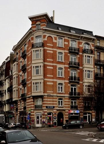 Place des Chasseurs Ardennais 2-6, 2010