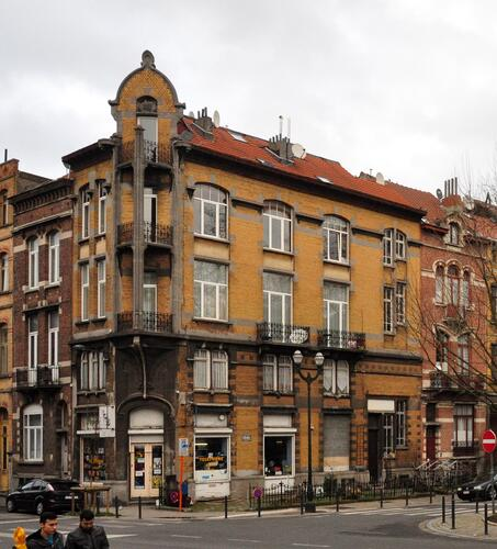 Avenue Voltaire 18-18a, 20 Rue Metsys 73-75, 77