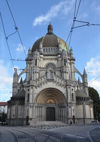Place de la Reine, église Sainte-Marie, 2014