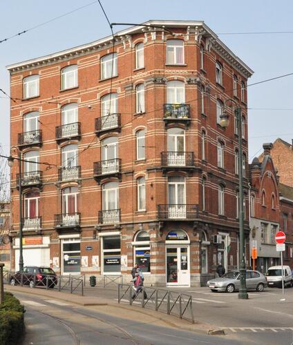 Place Eugène Verboeckhoven 8-8b -rue d'Anethan 2, 4, 2013