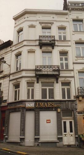 Place Jourdan 35-36 au coin de la chaussée Saint-Pierre, 1994