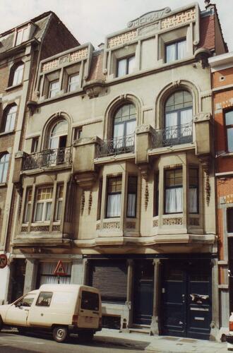 Louis Hapstraat 132, 134