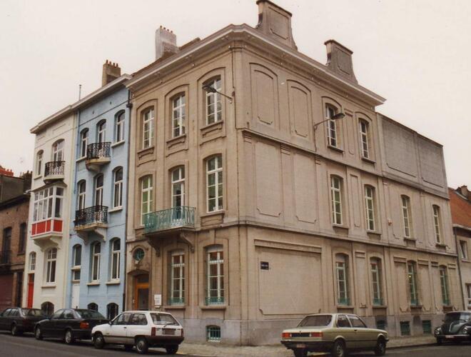 Rue Père Eudore Devroye 47, à l'angle de la rue Charles De Buck, 1993
