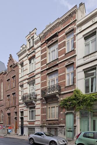 Rue de l'Arbre Bénit 106 à 110, 2009 © bepictures / BRUNETTA V. – EBERLIN M.
