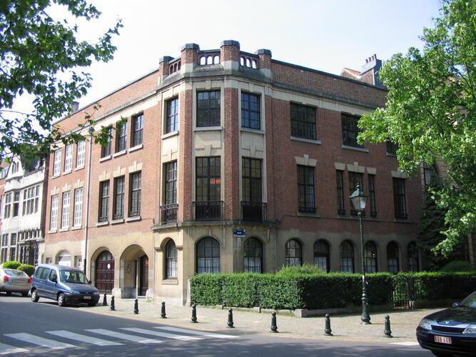 Rue Edmond Picard 25-25a – 245 avenue Molière, 2006