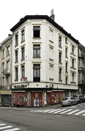 Rue De Hennin 2 – Chaussée d'Ixelles 297, 299 et 301, (Françoise Waltéry © MRBC - MBHG), 2011