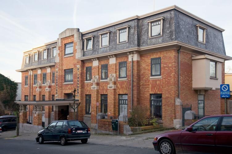 Rue Léon Cuissez 20-22-26, ancienne maternité d'Ixelles, 2012