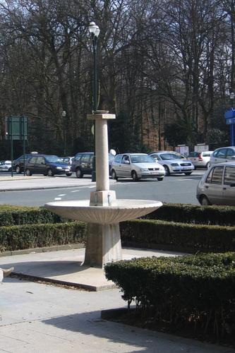 Monument Odilon-Jean Périer, la fontaine du poète (placée en 1949), architectes Maurice HOUYOUX et Joseph DIONGRE, 2006
