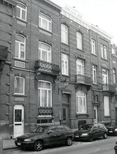 Rue d'Albanie 21, 19 et 17, 2002