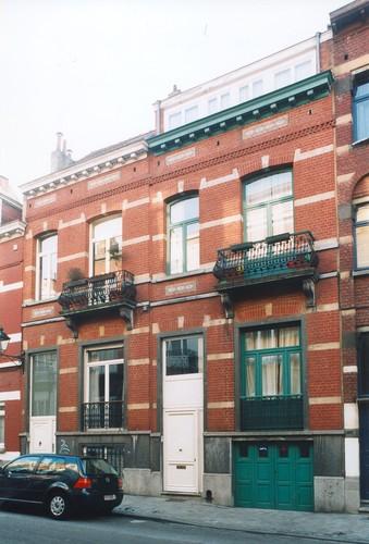 Rue d'Albanie 111, 109, 2003