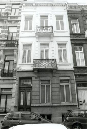 Rue d'Écosse 11, 2002