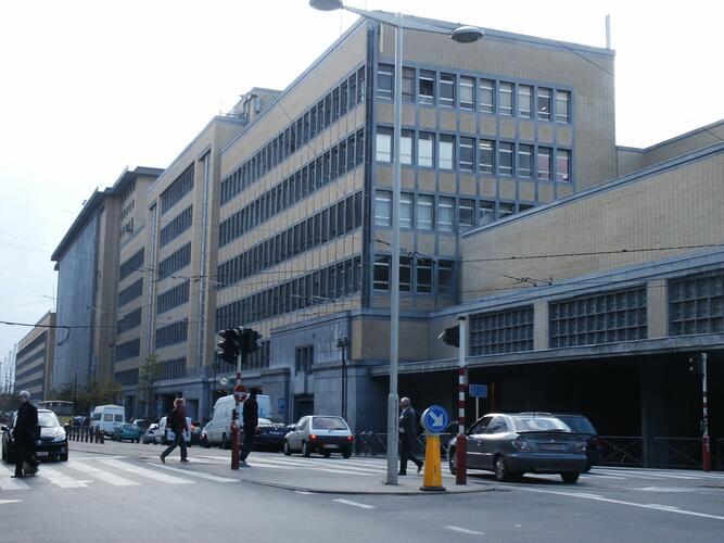 Fonsnylaan 49, 48, 47, Zuidstation, toegang tot het station en administratieve gebouwen, 2004