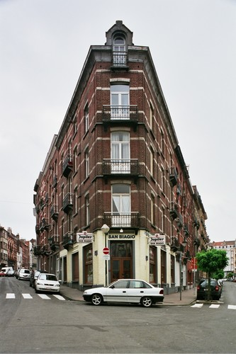 Chaussée de Forest 123-125 à l'angle de la rue Gustave Defnet, 2004