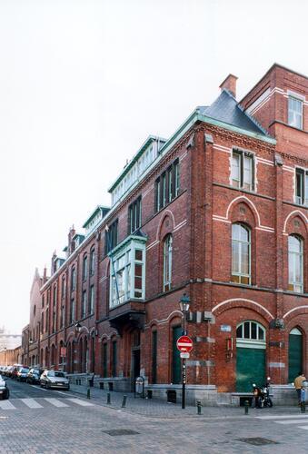 Institut supérieur Saint-Luc Jean Béthune, volume J, chapelle (I) et aile F, rue d'Irlande 61 à 57, 2004