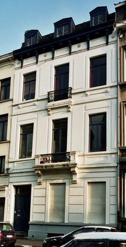Place Loix 10, 2004