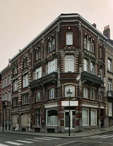 Rue de Parme 90-92, 94 et place Louis Morichar 1, 2004