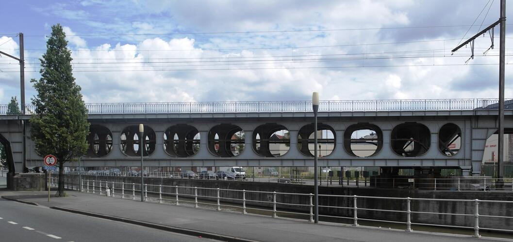 Quai de l'Industrie, pont Vierendeel sur la ligne de chemin de fer 28, 2016
