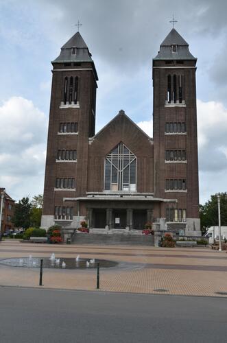 Place Peter Benoit, Eglise Saint-pierre et Paul