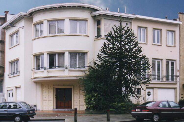 Avenue Père Damien 38, 2002