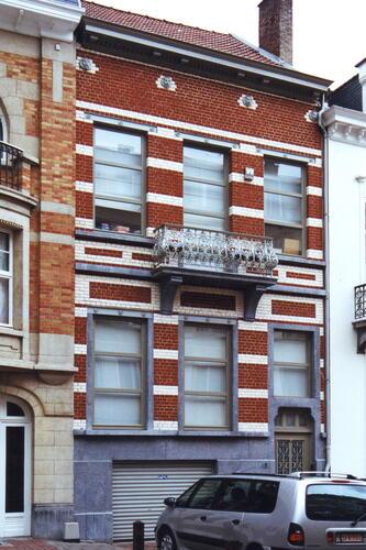 Rue Georges et Jacques Martin 8, 2002