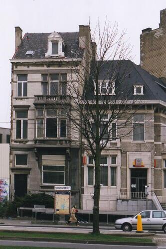 Avenue de Tervueren, à gauche le no122, à droite le no124, 2002