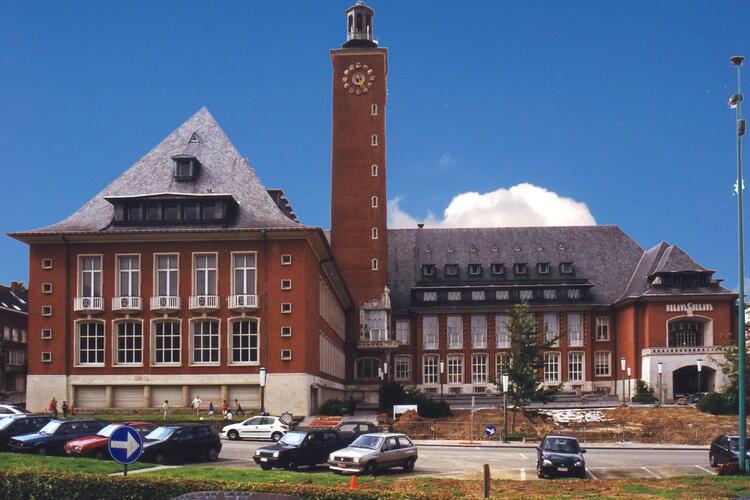 Avenue Charles Thielemans 93, hôtel communal, vue générale depuis l'avenue Don Bosco, 2002