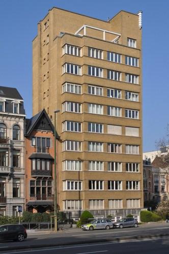 Square Vergote 1, façade vers le boulevard Brand Whitlock, 2011