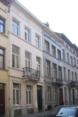 Rue de la Commune, à l'avant-plan le no 30, 2005