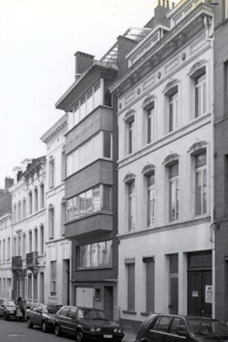 Rue de la Ferme, à droite les nos 12 et 14 (photo 1993-1995)