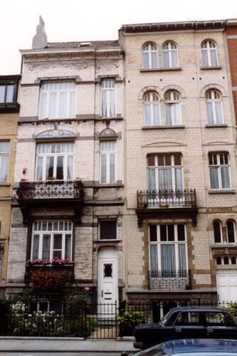 Avenue Georges Petre, à gauche le no 22, à droite le no 20 (photo 1993-1995)