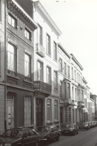 Rue Gillon, à gauche le no 71, suivi du no 73 (photo 1993-1995)