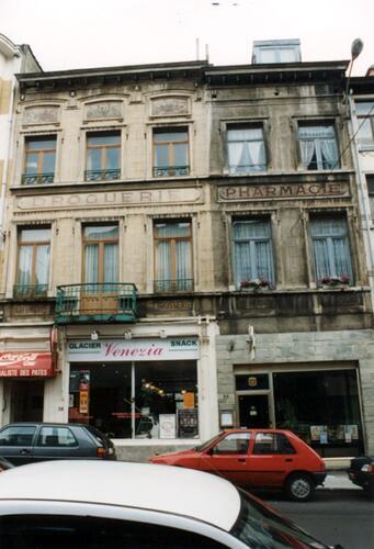 Chaussée de Haecht, à gauche le no 38, à droite le no 36 (photo 1993-1995)