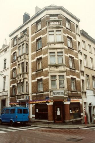 Rue Traversière 75-77, angle de la rue de la Limite (photo 1993-1995)
