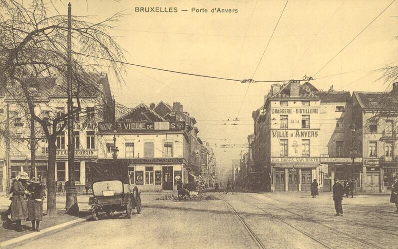 Vue de la chaussée d'Anvers depuis le boulevard Baudouin (coll. Belfius Banque © ARB-SPRB)