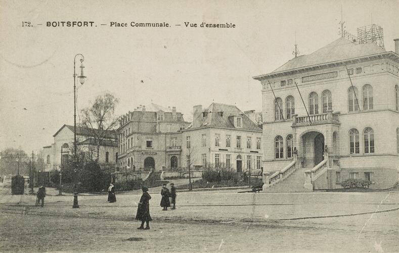 Vue sur la place communale vers 1909 (Collection Belfius Banque-Académie royale de Belgique © ARB – urban.brussels, DE57_268)