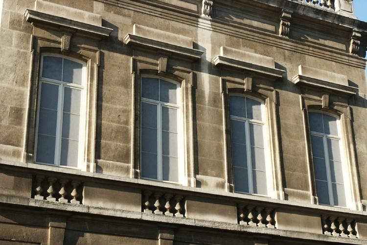 Fenêtres aveugles à faux châssis en relief, Cité Fontainas, Saint-Gilles, 1867, architectes Antoine Trappeniers et Henri Beyaert, 2004