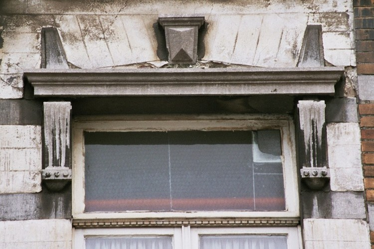 Jour d'imposte d'une fenêtre néoclassique, rue Potagère 98, Saint-Josse-ten-Noode, vers 1901, 2005