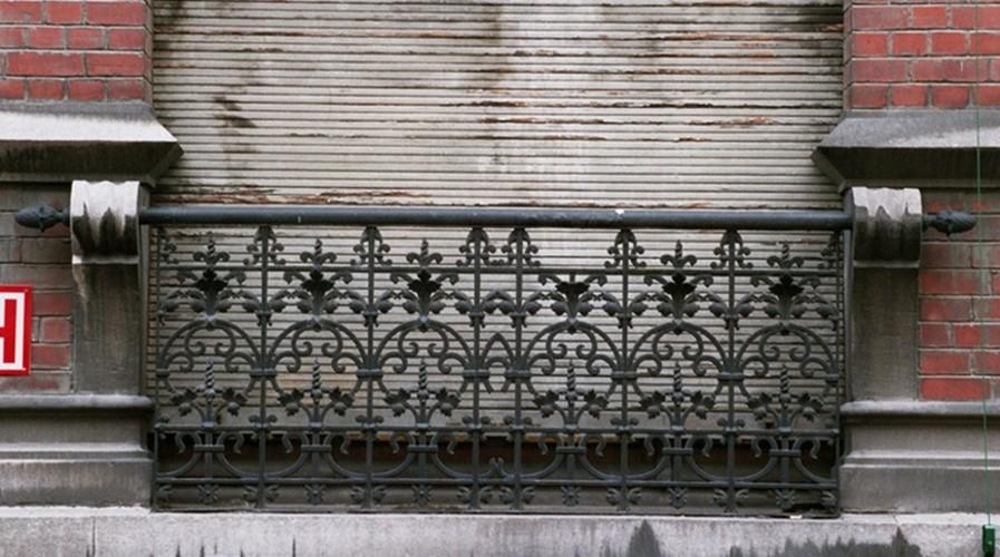 Frans balkon, Warmoesstraat 90, Sint-Joost-ten-Node, 1901, arch. D. Fach, 2005