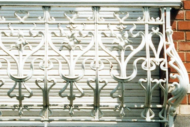 Garde-corps en fonte, av. des Orangers 12, Woluwe-Saint-Pierre, 1911, architecte Victor Janssen, 2003