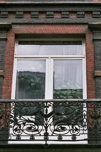 Glasdeur naar het balkon,  Warmoesstraat 71-73, Sint-Joost-ten-Noode, 1886, 2005