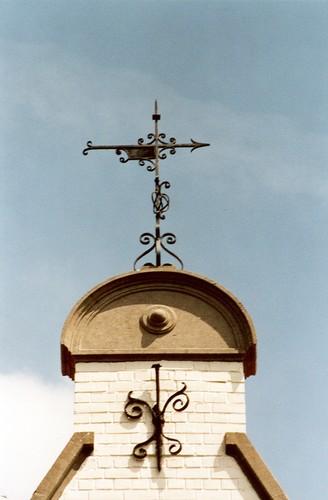 Ancre et girouette en fer forgé, av. des Orangers 14, Woluwe-Saint-Pierre, 1911, architecte Fernand Stiernet, 2003