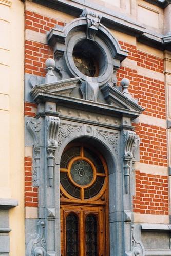 Porte sous oculus en dessus de porte, rue d'Albanie 91, Saint-Gilles, 1898, architecte Jean Maelschalck, 2003