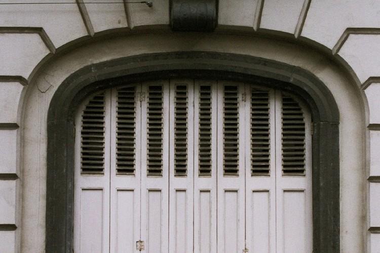 Fenêtre à arc en anse de panier, rue Potagère 77, Saint-Josse-ten-Noode, 1864, 2005